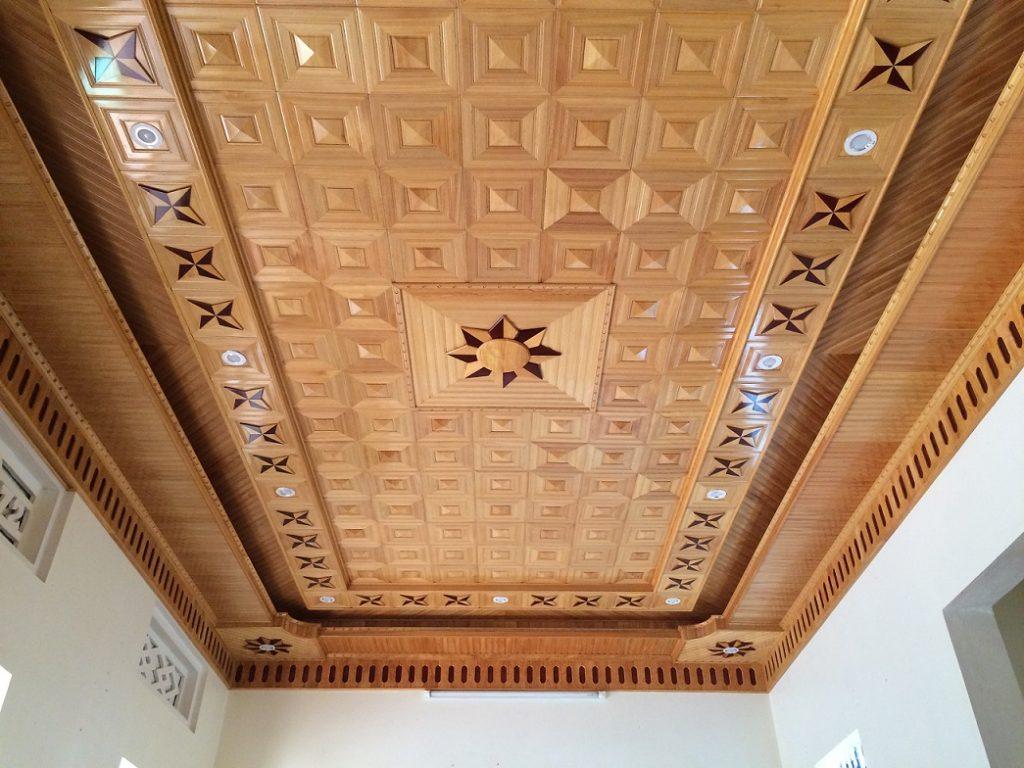 mẫu trần gỗ phòng khách 14