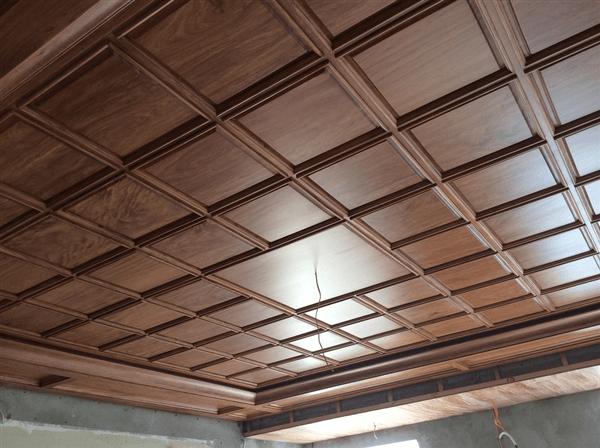 mẫu trần gỗ phòng khách 20