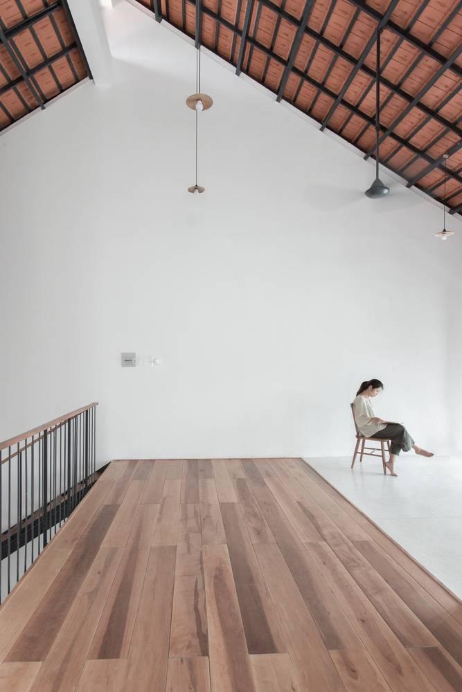 nhà 1 trệt 1 lầu mái ngói 7